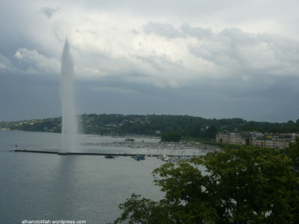The Fountain in Lake Léman on a Cloudy Day